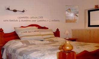 """Chambre """"Chevalier"""" grande suita familiale pièces et salle de bains"""